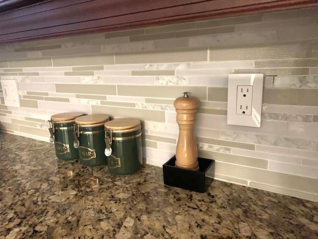 Beautiful glass backsplash that compliments the granite with under counter lighting.