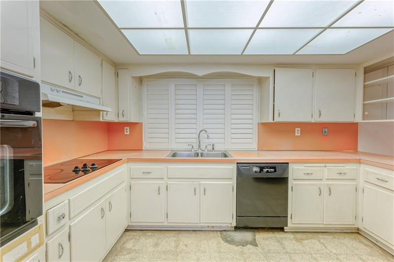 Large kitchen with tons of cabinet and storage space