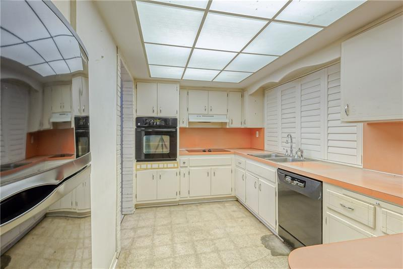 Tons of counter and cabinet space in kitchen