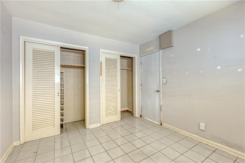 Double closets in 3rd bedroom