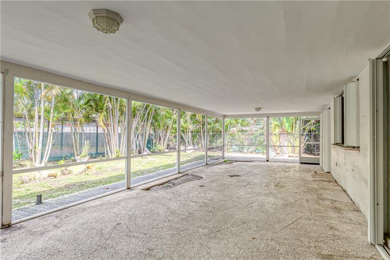 Large back screened patio to enjoy the gorgeous south Florida weather