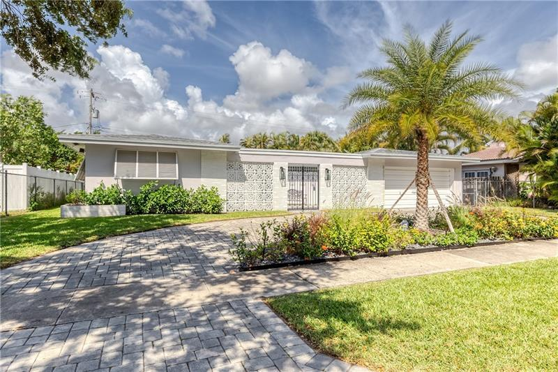 Great 3/2 in Imperial Point with 2 car garage