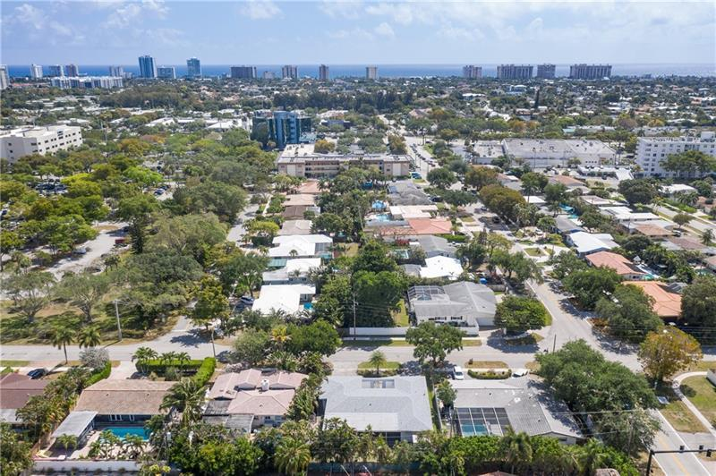 Located in the heart of Ft. Lauderdale, its close to the beach, shopping and great dining !