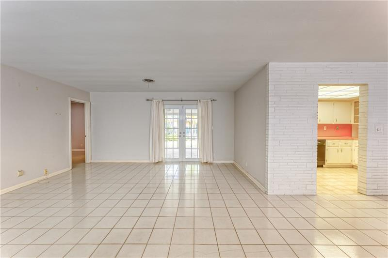 Large and spacious family room with tile flooring