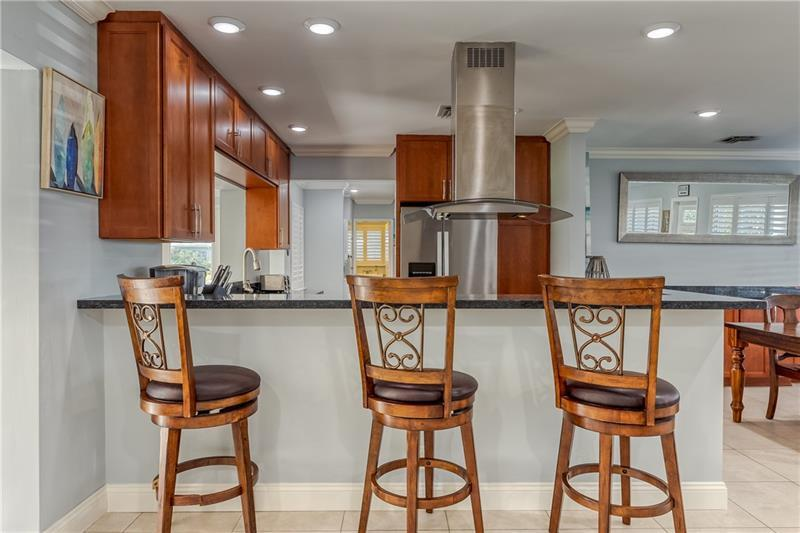 Large breakfast bar in kitchen / living room area is perfect space for entertaining