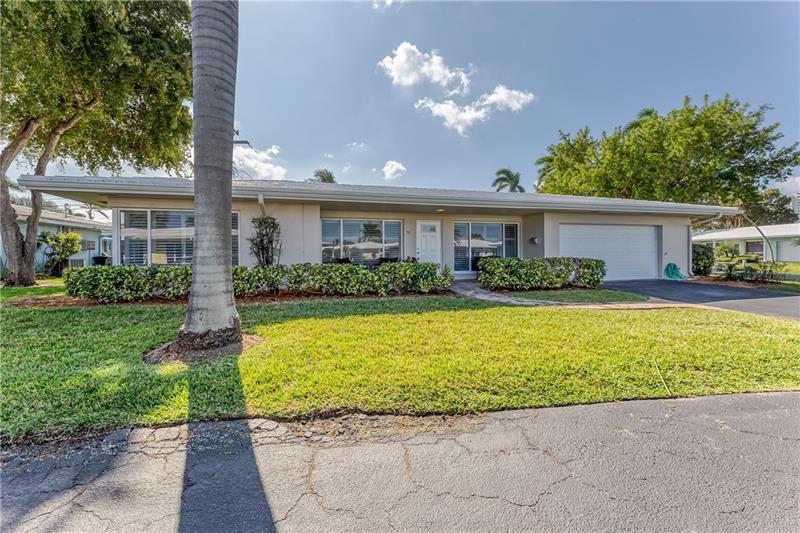 Beautifully renovated 2BR/2.5BA / 2 car garage single family home in Lauderdale by the Sea