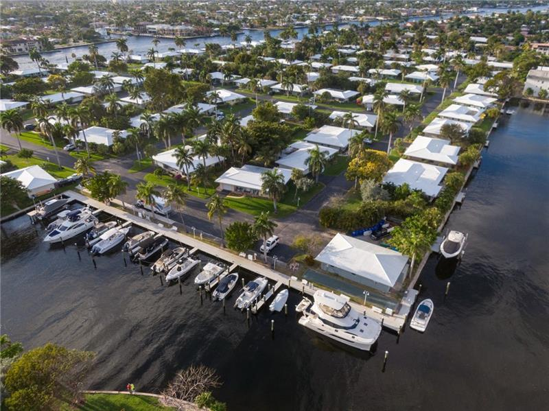 Great community surrounded by water in Lauderdale by the Sea