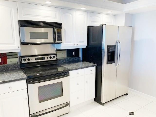 Bright kitchen with granite and SS appliances