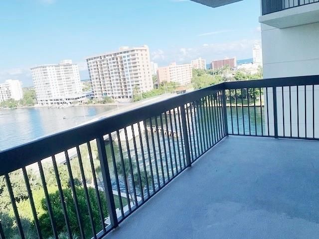Large balcony that overlooks the Intracoastal plus you get a bonus with ocean views!
