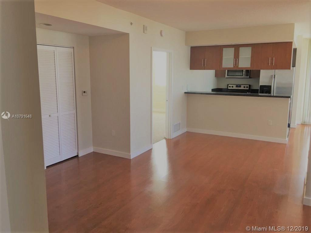 VERY NICE UNIT ON EDGEWATER BEAUTIFUL OCEAN AND CITY VIEWS, VERY LARGE APT UNIT WITH 2 BATHROOMS AND
