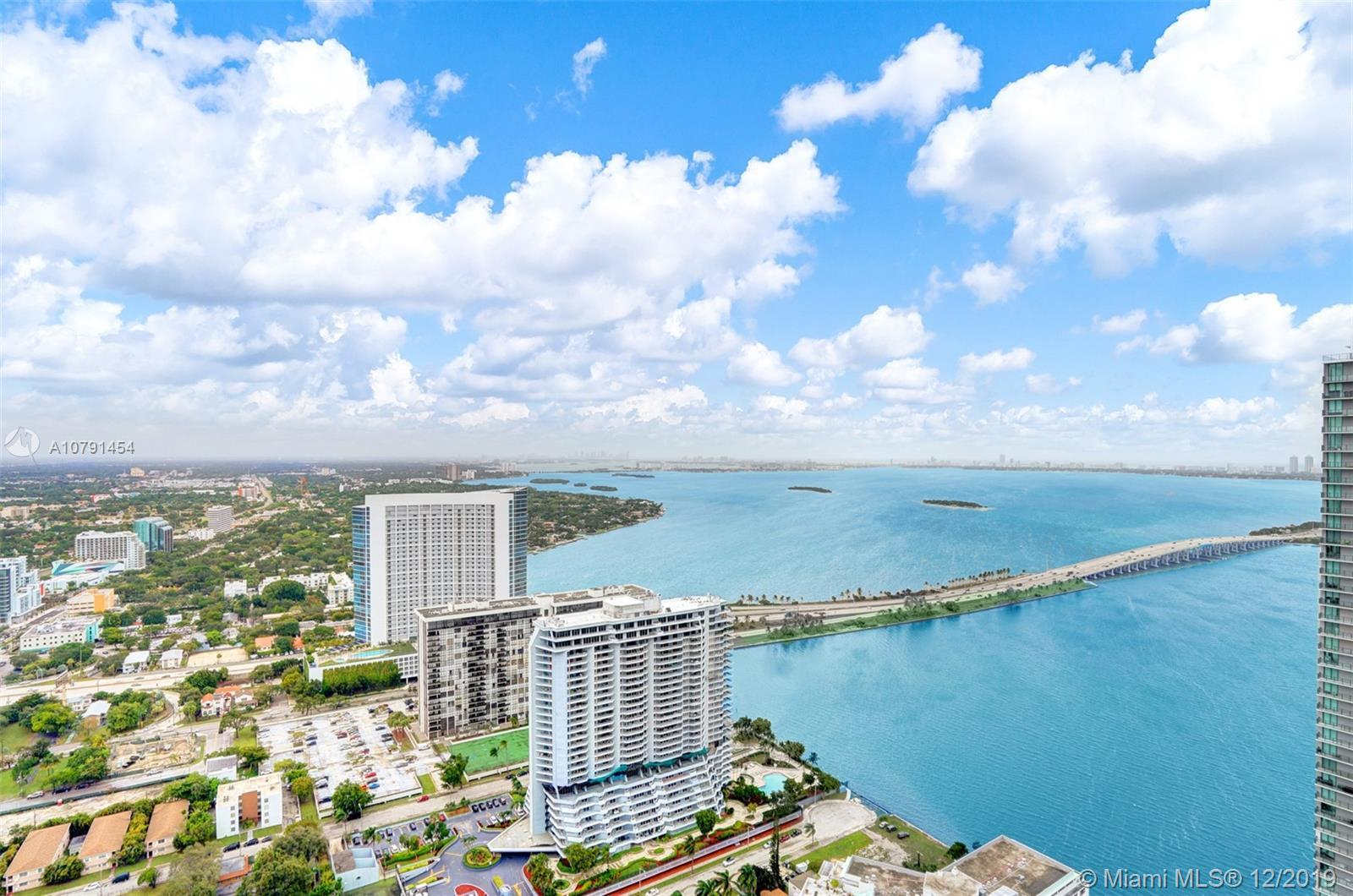 BEST VALUE IN PARAISO ON THE BAY IN THE TRENDY EDGEWATER AREA OF MIAMI. THIS BEAUTIFUL ONE BEDROOM S
