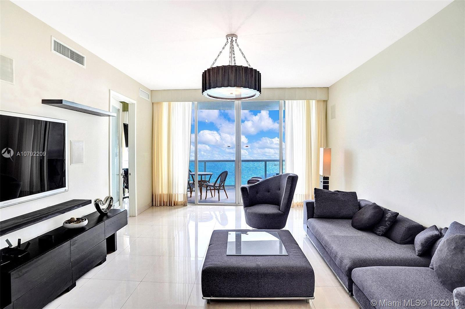 Beautiful spacious flow through unit 3 bdrs, 3,5 baths with amazing ocean and city views with the la