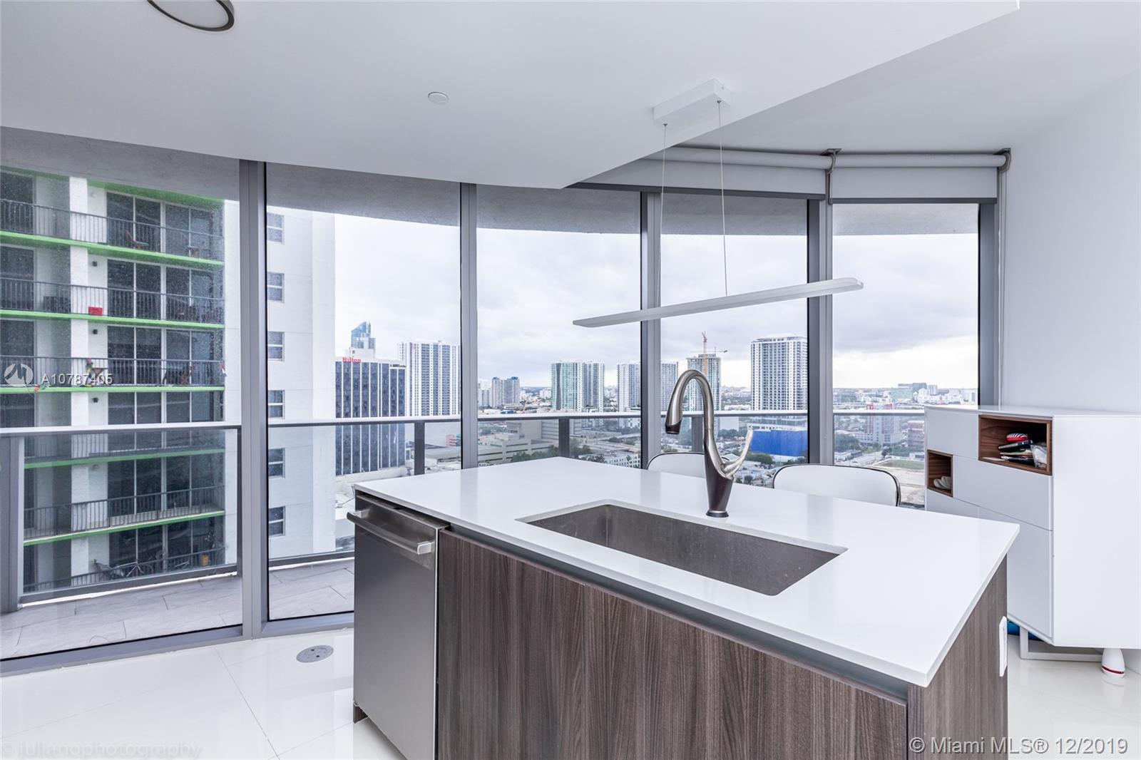 Charming apartment in Miami, at one of the most desirable Bayfront Edgewater. Close to Wynwood, Desi