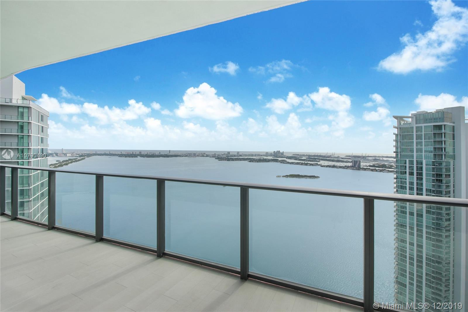 Breathtaking penthouse at Paraiso Bay Panoramic views of Biscayne Bay from the 51th floor of this st