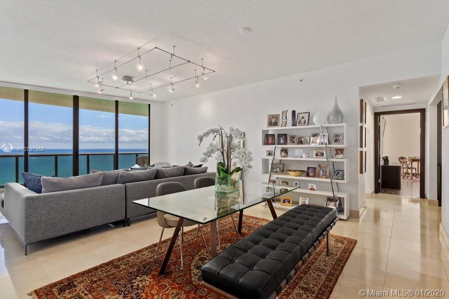Gorgeous residence in the prestigious Sayan Condo, located in the heart of Sunny Isles. With astonis