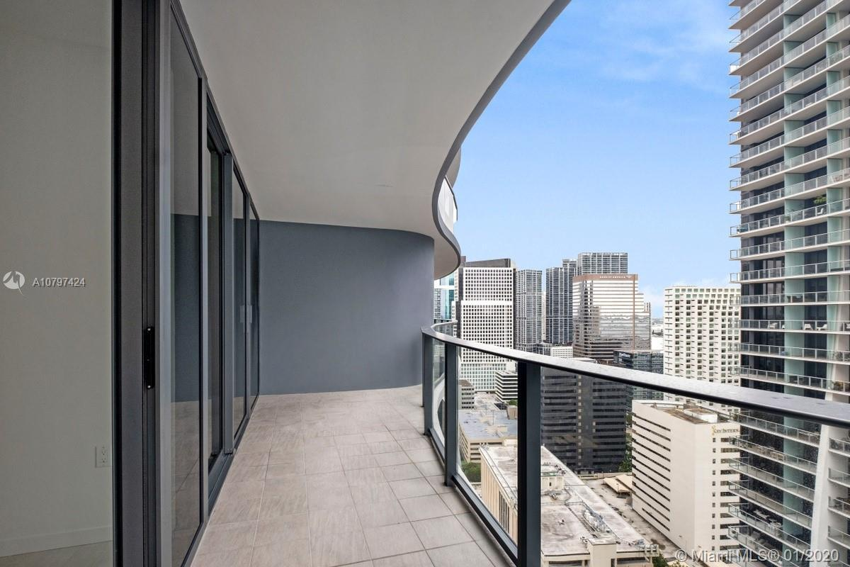 BRAND NEW 1 BED + DEN + 2 FULL baths UNIT in the most sofsticated and luxury buiding in the area. To