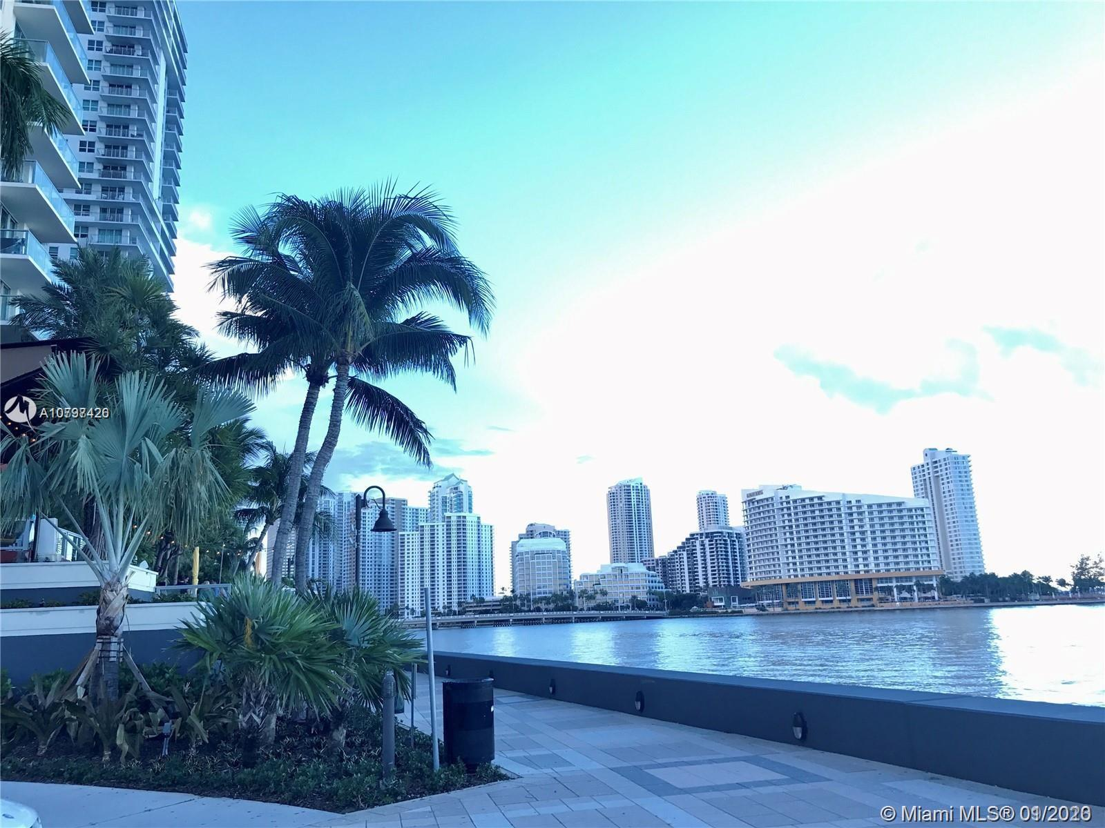 THE MOST DESIRABLE LOCATION IN THE FINANCIAL DISTRICT OF BRICKELL, CITY AND BAY VIEWS 3 BEDROOM, 2 B