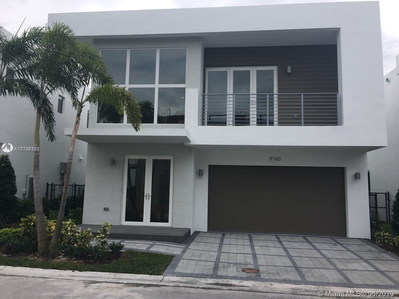 SPECTACULAR SINGLE-FAMILY HOME LOCATED IN AN EXQUISITE PRIVATE COMMUNITY IN DORAL. 4 BEDROOMS, 4 BAT