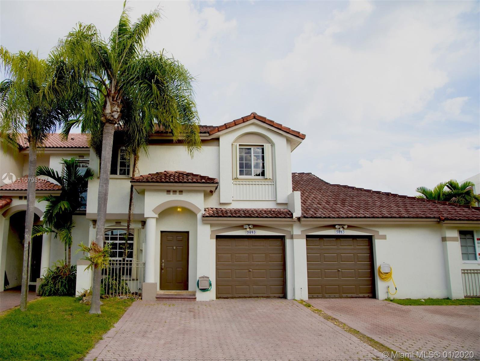 Beautiful and spacious 2-story  townhouse, ready to move in, located in the quiet community of Doral