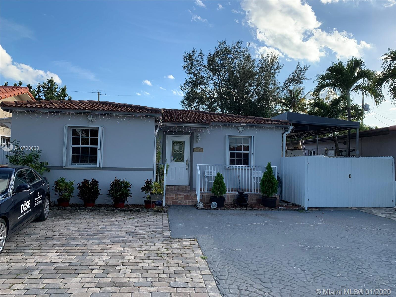 EXCELLENT FAMILY HOME FOR SALE, LOCATED IN PRESTIGIOUS NEIGHBORHOOD OF CORAL GABLES, NEAR ALL MIAMI