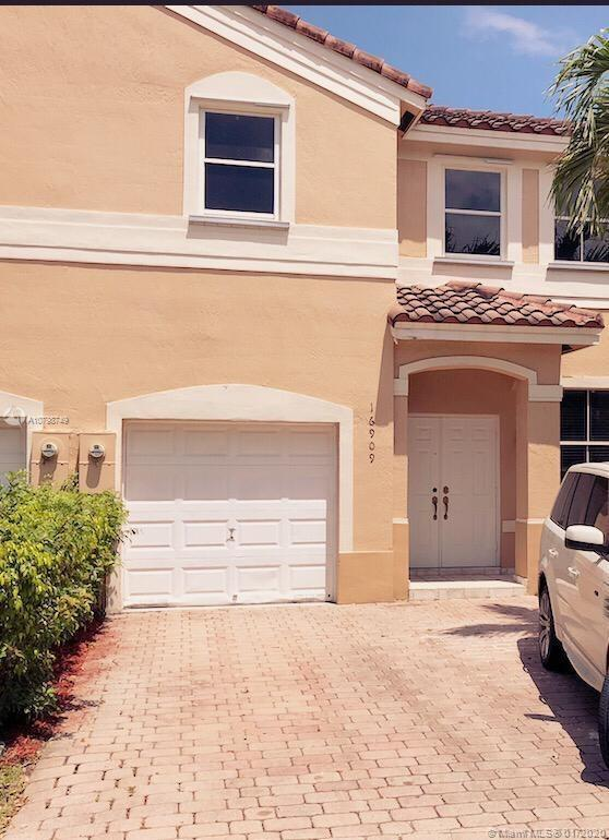 Nautica!!!  Gorgeous townhome remodeled: Open floor plan, kitchen with stainless steel appliances, m