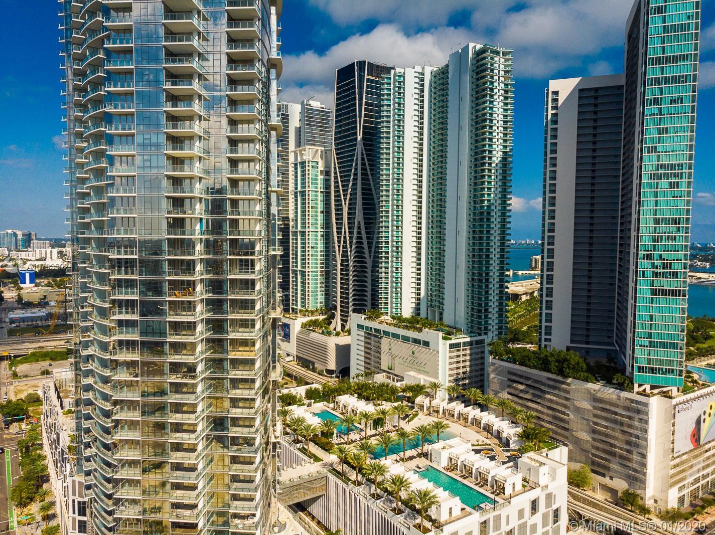 SPACIOUS 1 BDM + LARGE DEN W/ FULL BATHROOM, UNIT FEATURES INCLUDE PRIVATE ELEVATORS, 10 FT CEILINGS