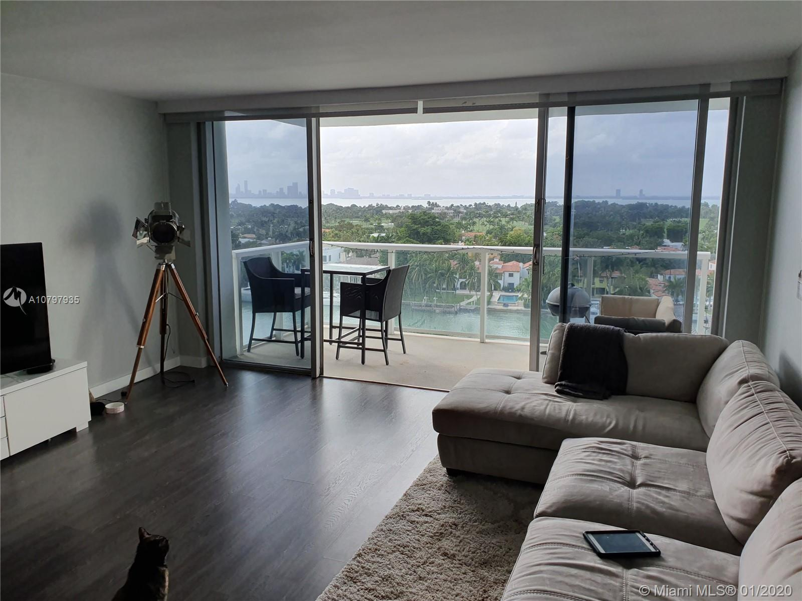 LARGE ONE BEDROOM, ONE 1/2 BATH WITH STUNNING VIEW OF THE CANAL, BAY AND DOWNTOWN. WONDERFUL SUNSET