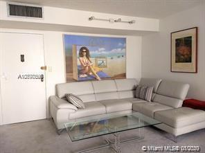 Pleasant,comfortable & bright Apt located in the distinguished area of Sunny Isles Beach.Walking dis