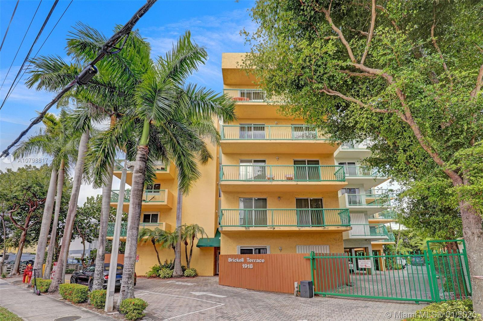 Beautiful 1Bedroom 1 full Bath 1 Half bath fully FURNISHED apartment in the best area of Brickell. L