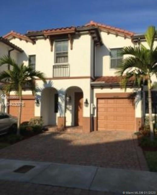BEAUTIFUL TOWNHOUSE IN GRAND BAY AT DORAL, 4 BEDROOMS 3 BATHROOMS OF WHICH 1 BEDROOM AND 1 FULL BATH