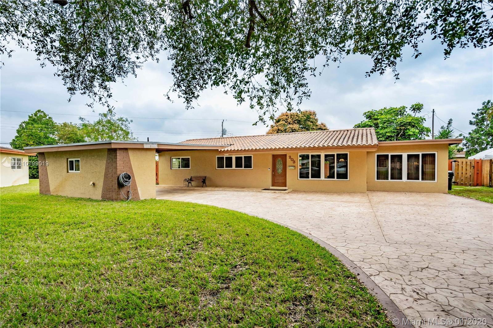 Beautiful 3 bed  2 bath home with NO HOA in Lawn Acres. Spacious bedrooms, with good size  closets i