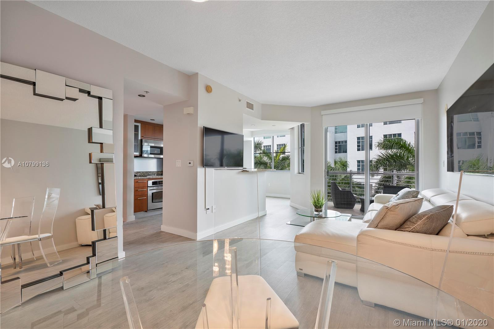 Fabulous, incredibly clean/bright 1+Den, with great views in the most central location South of Fift
