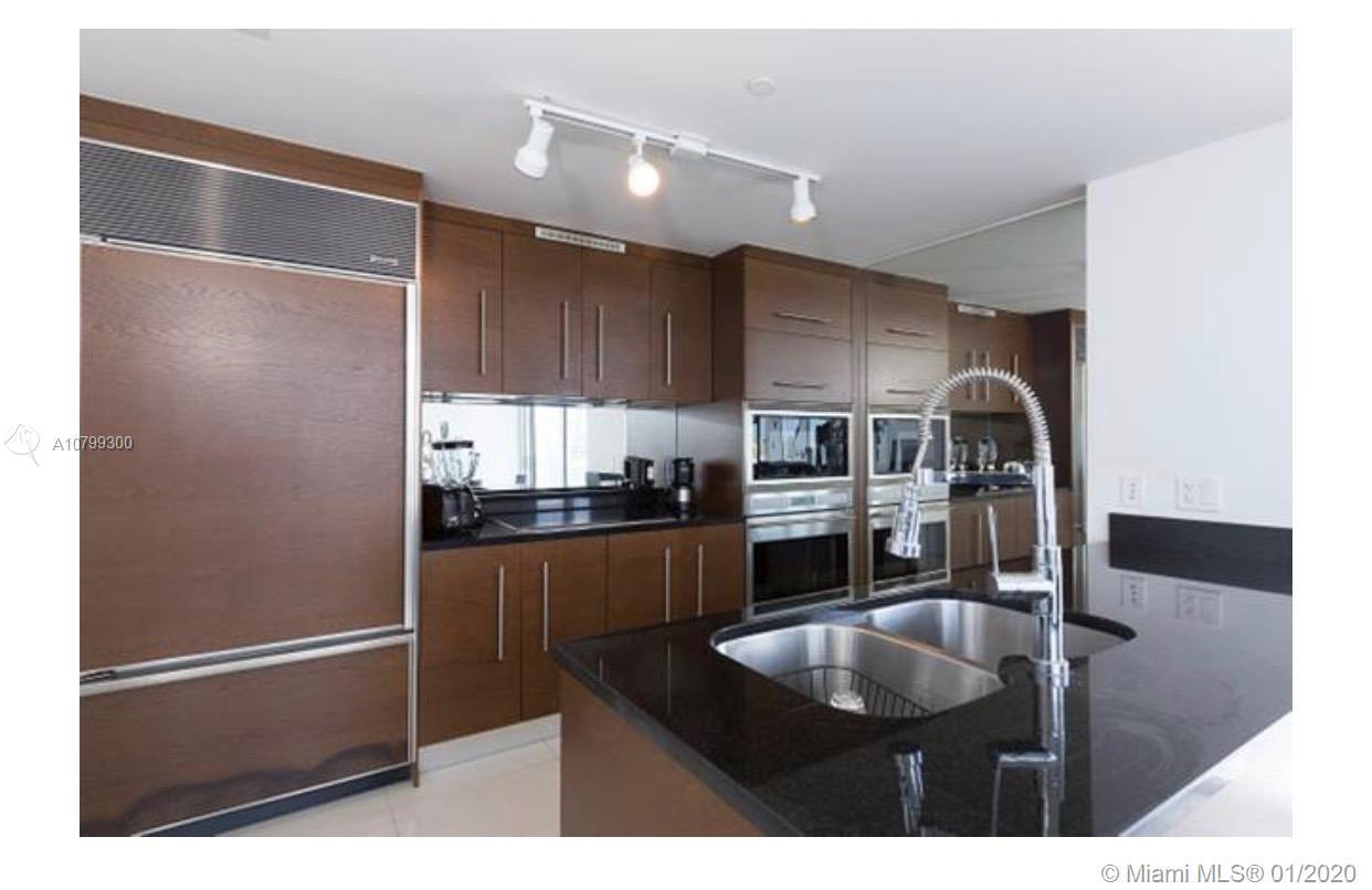 LUXURY APARTMENT IN INCREDIBLE ICON VICEROY DESIGNED BY PHILIE STARCK. CUSTOM ITALIAN KITCHEN CABINE