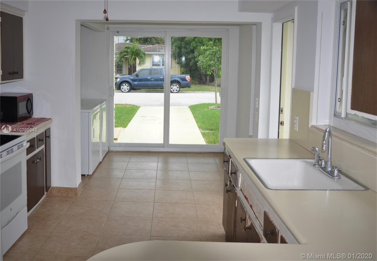Here is one amazing deal, great open floor plan on this large 1,706 sq ft.  2/2 home in Surfside loc