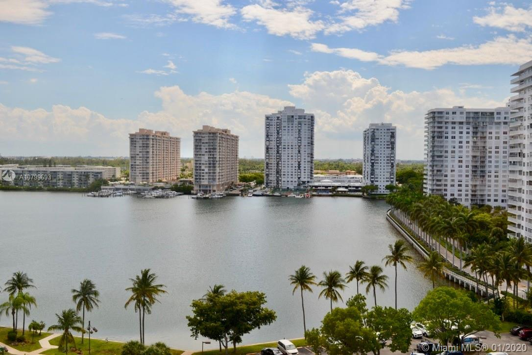 Bright and spacious split 2 bed/ 2 bath corner unit overlooking Little Maule lake in the heart of Av