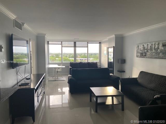 Amazing fully renovated unit, beautiful kitchen, floors & Bathroom, electric blinds in Master Bedroo