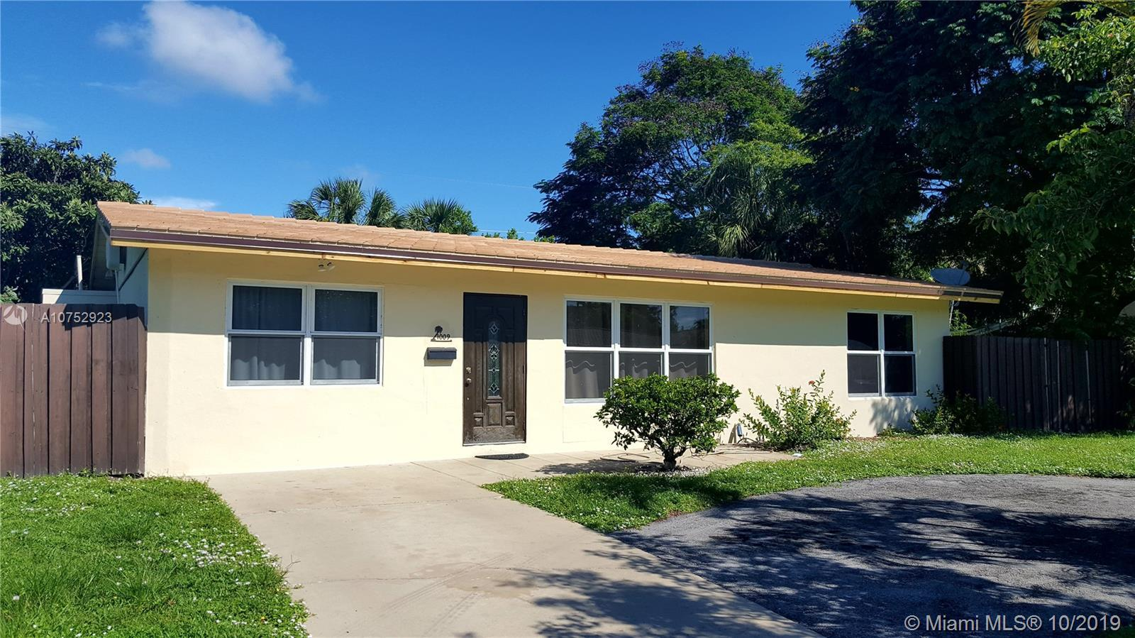 Live in the Heart of East Deerfield Beach* THE COVE Neighborhood* Super Location within Walking Dist