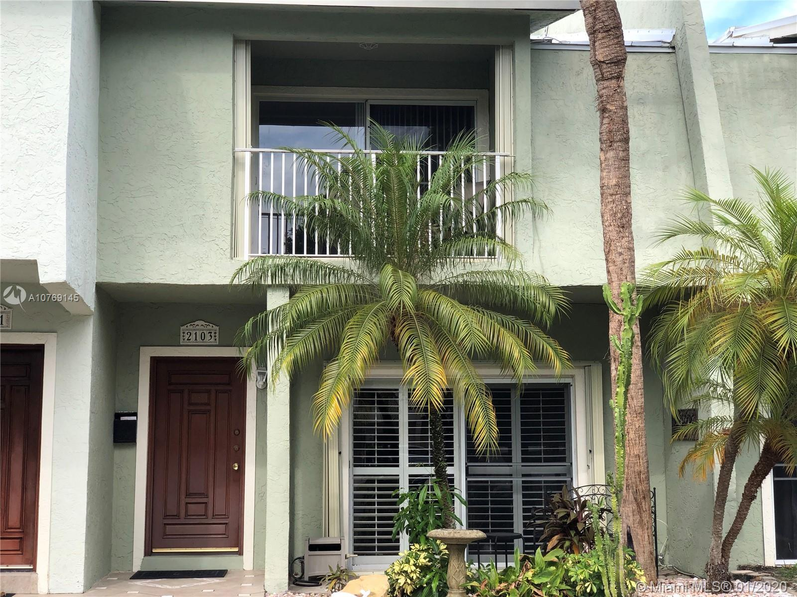WATERFRONT OCEAN ACCESS! 2 Bed 2 1/2 Bath Townhouse on Canal in Beautiful Lighthouse Point. If you h