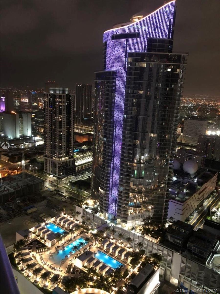 BRIGHT AND SPACIOUS 1 BED, DEN & 2 BATH UNIT AT NEW PARAMOUNT MIAMI WORLD CENTER. STATE OF THE ART F