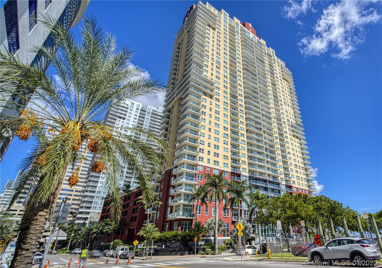 Great location, in Brickell. 2/2 unit available , Stainless Steel appliances and washer and dryer in