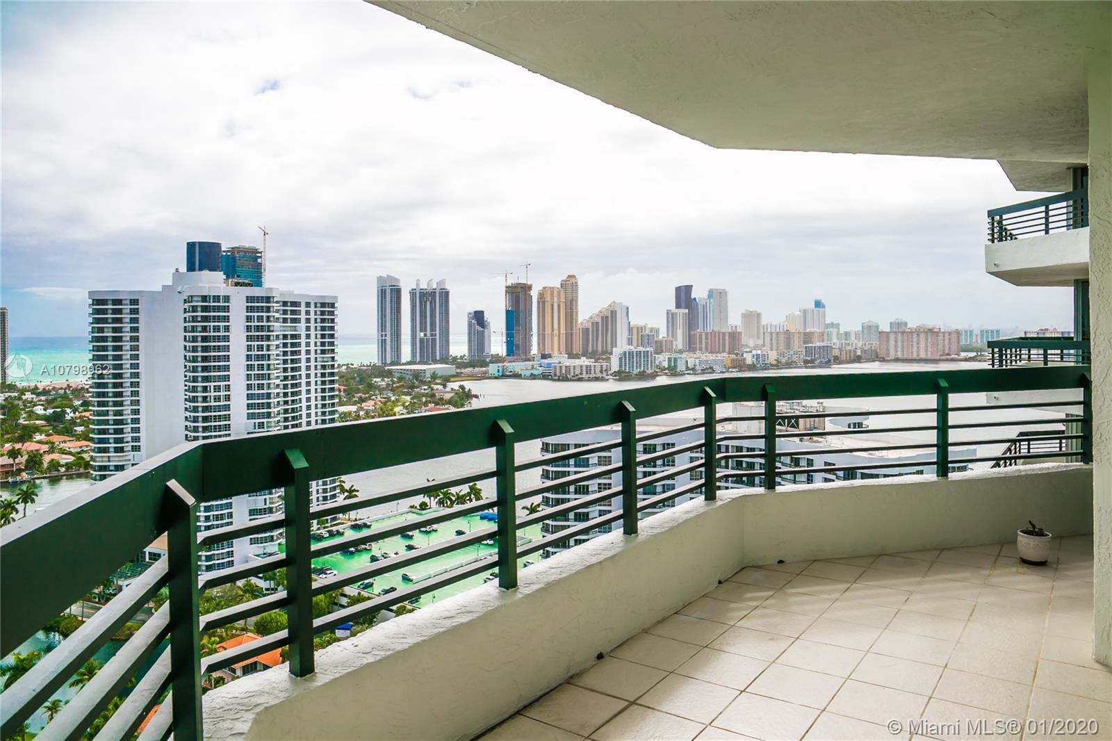 Beautiful unit located in the prestigious Mystic Pointe Tower 400 in Aventura. Amazing views of the