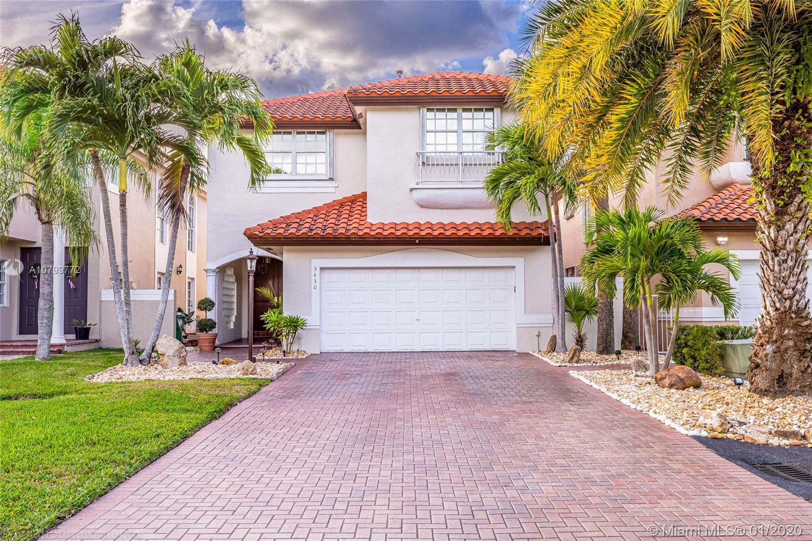 Beautiful home in the heart of Doral, the view is breath taking.This house is ready to move in and a