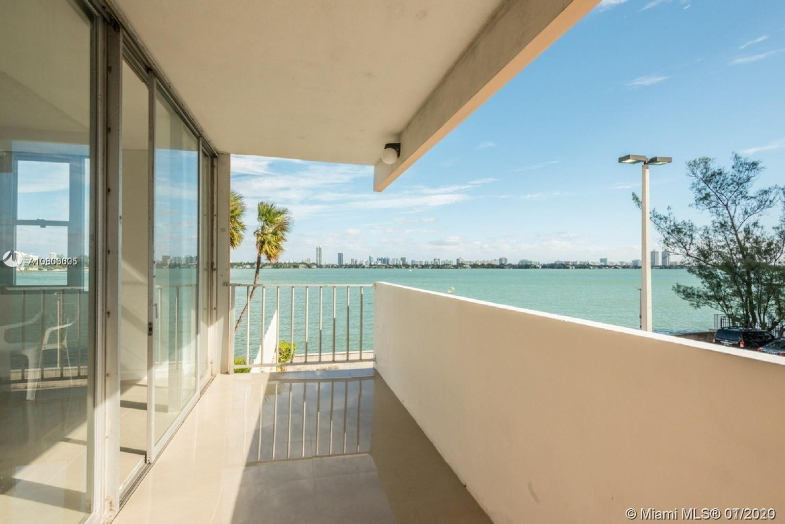 !!WONDERFULLY REMODELED CORNER UNIT APARTMENT WITH BEAUTIFUL VIEWS TO THE MIAMI BAY AND MIAMI BEACH