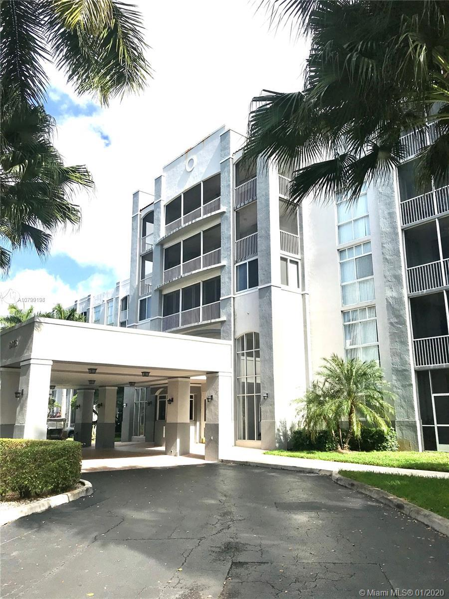 Spacious 3bd / 2bth unit the exclusive Doral Park. Turn-key, move in remodeled apartment.  Membershi