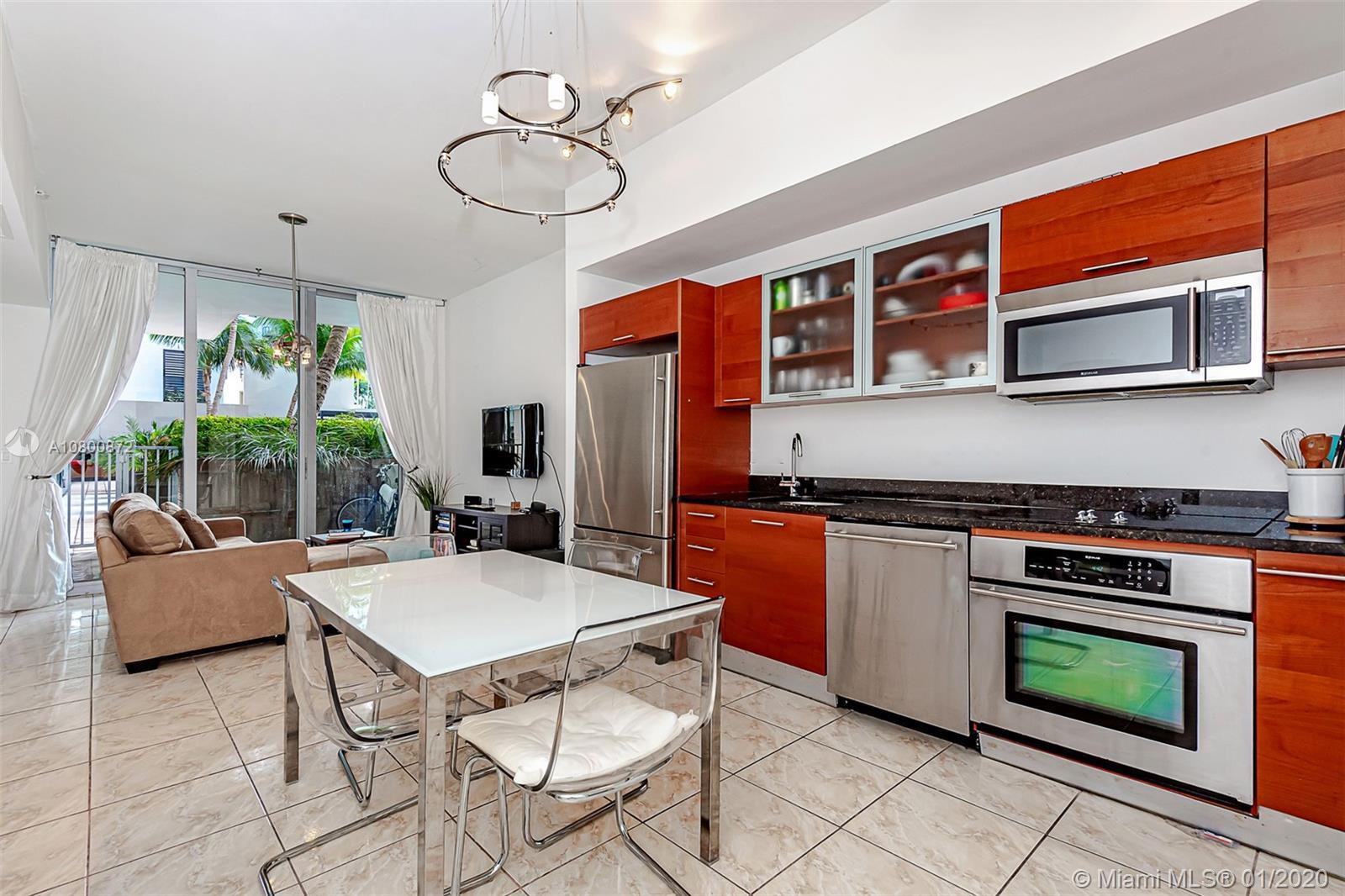 Beautiful one bedroom , one bath condo, facing the pool. Easy access for relaxation and close to the