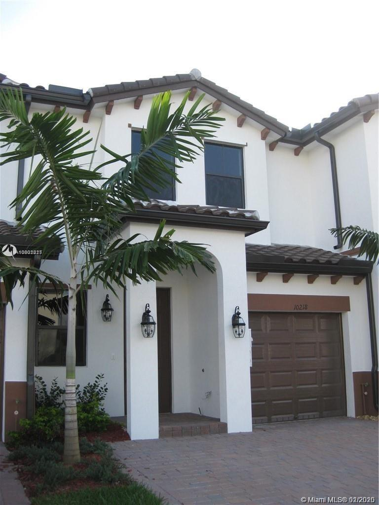 Like New, Beautiful Townhouse and Community. 2-Story with 3 Bedrooms, 2 1/2 Bathrooms, 1 Car Garage,