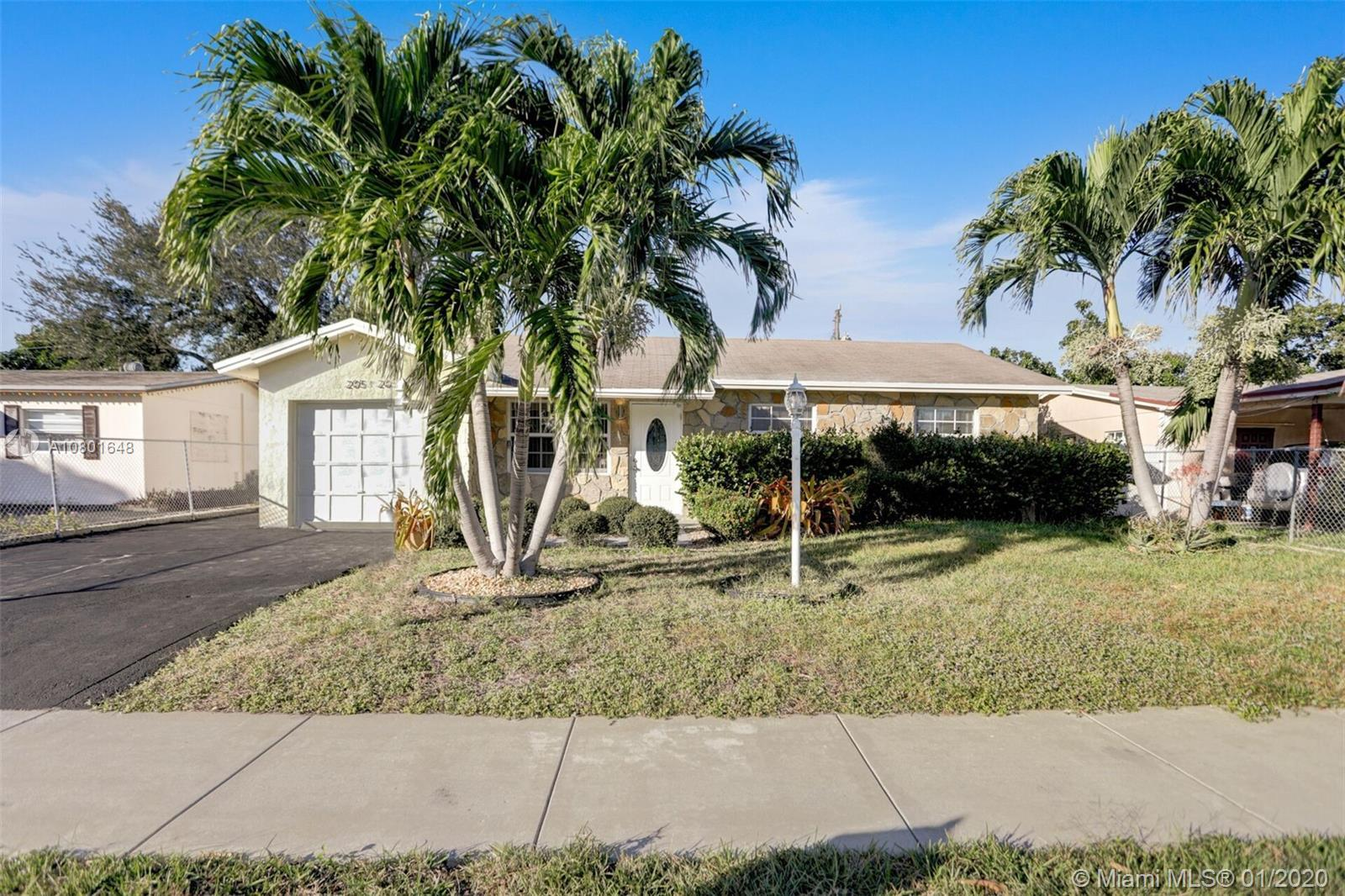 BEAUTIFULLY FULLY REMODELED 4/2 HOME IN THE HEART OF POMPANO BEACH! PERFECT STARTER HOME OR RENTAL O