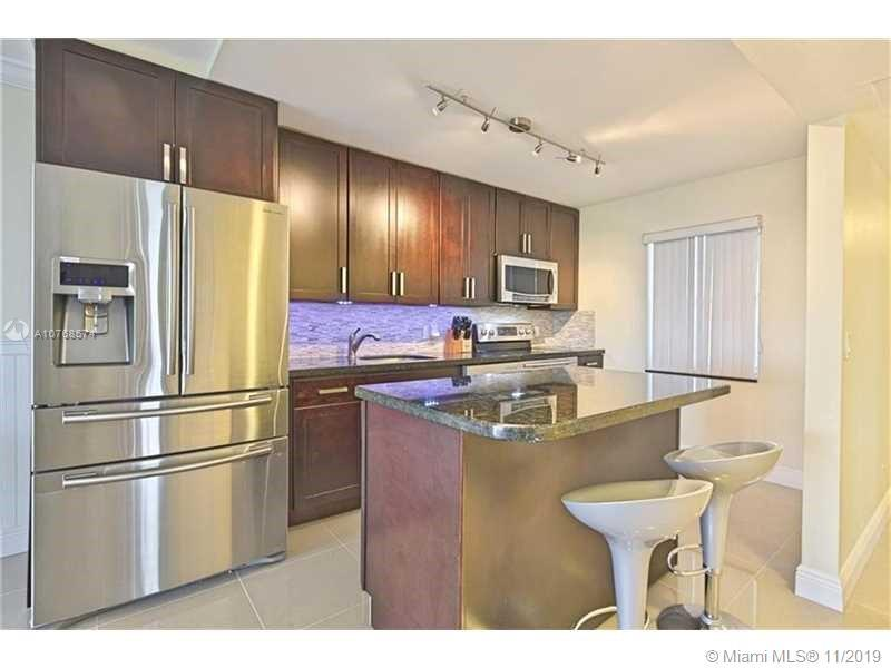 Remodeled, 3/2 Corner Unit With Beautiful Views. New AC, Open Kitchen, Great Room, Mobile Island, Gr