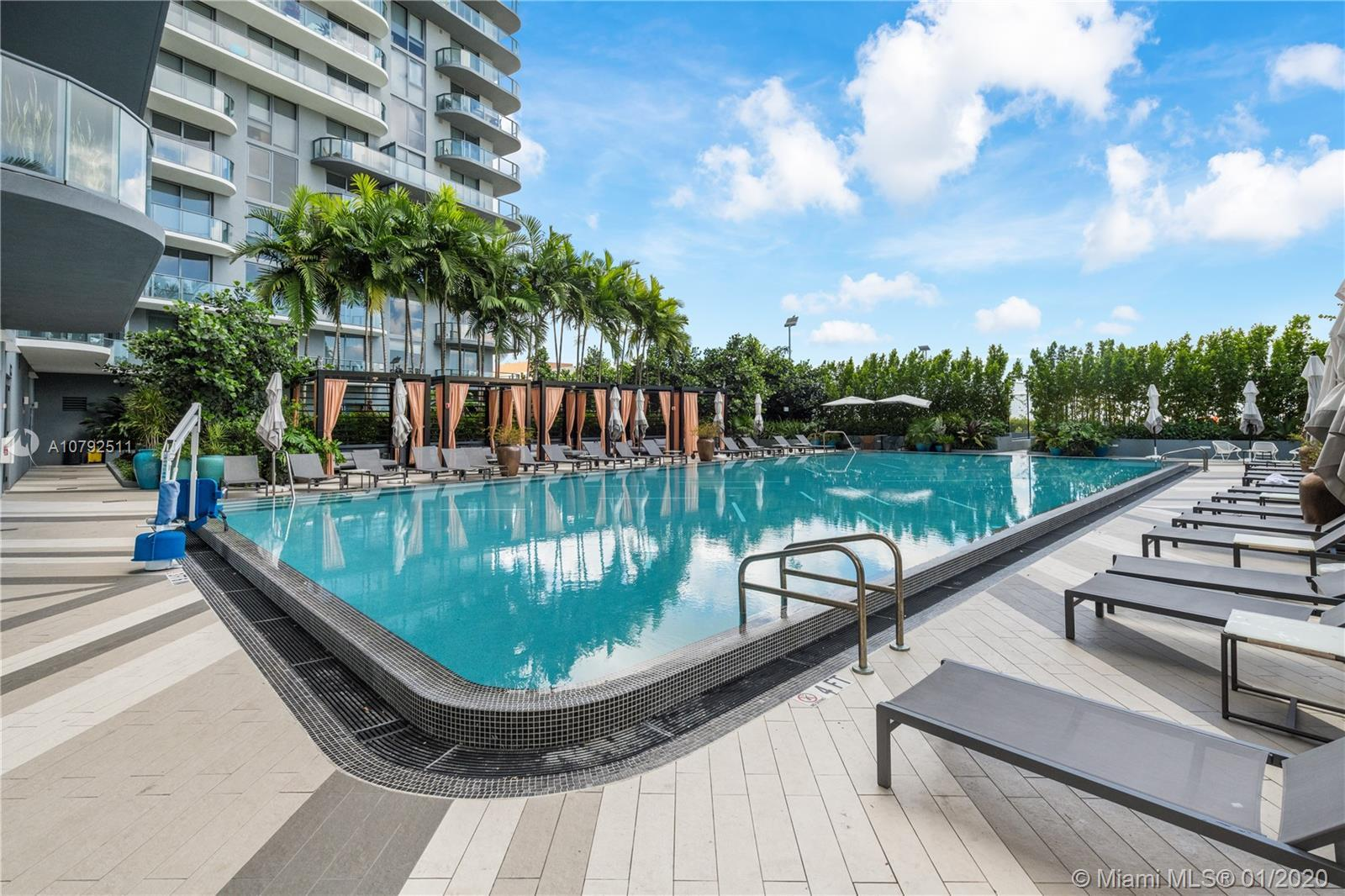 MIDTOWN-MIAMI NEWEST BUILDING! READY TO MOVE-IN FANTASTIC 1 BEDROOM + DEN AND 1+1/2 BATHS CONDO WITH
