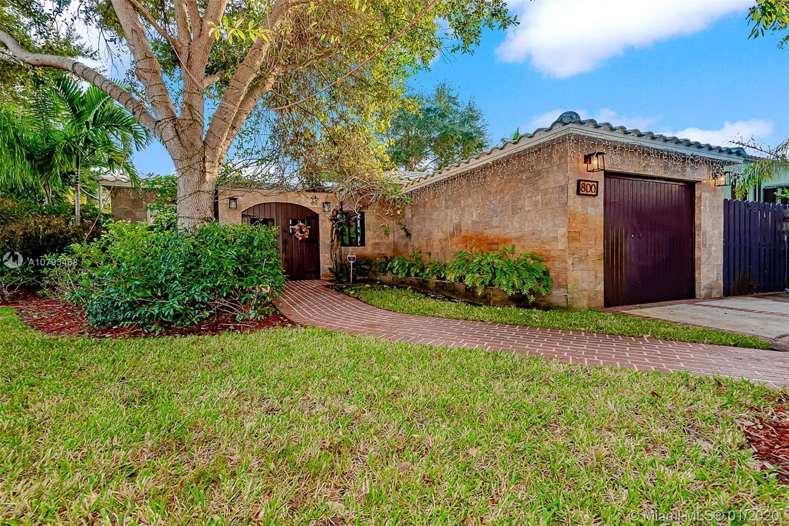 Beautiful renovated home with pool in historic Rio Vista with some original features.  This 3/2 home